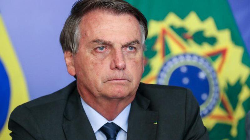 Bolsonaro passa mal e vai parar no hospital